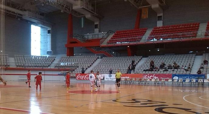 Rfaf en su estreno en el campeonato de espa a de f tbol for Manana abren los bancos en espana