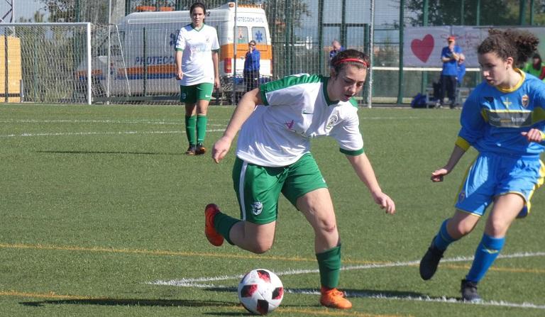 Victoria 0-2 de la andaluza sub-17 y 1-1 de la sub-15 en el debut. Las de  Quique Barroso se dejaron el gol del empate en un gesto de juego limpio. 5ecf56d784fce